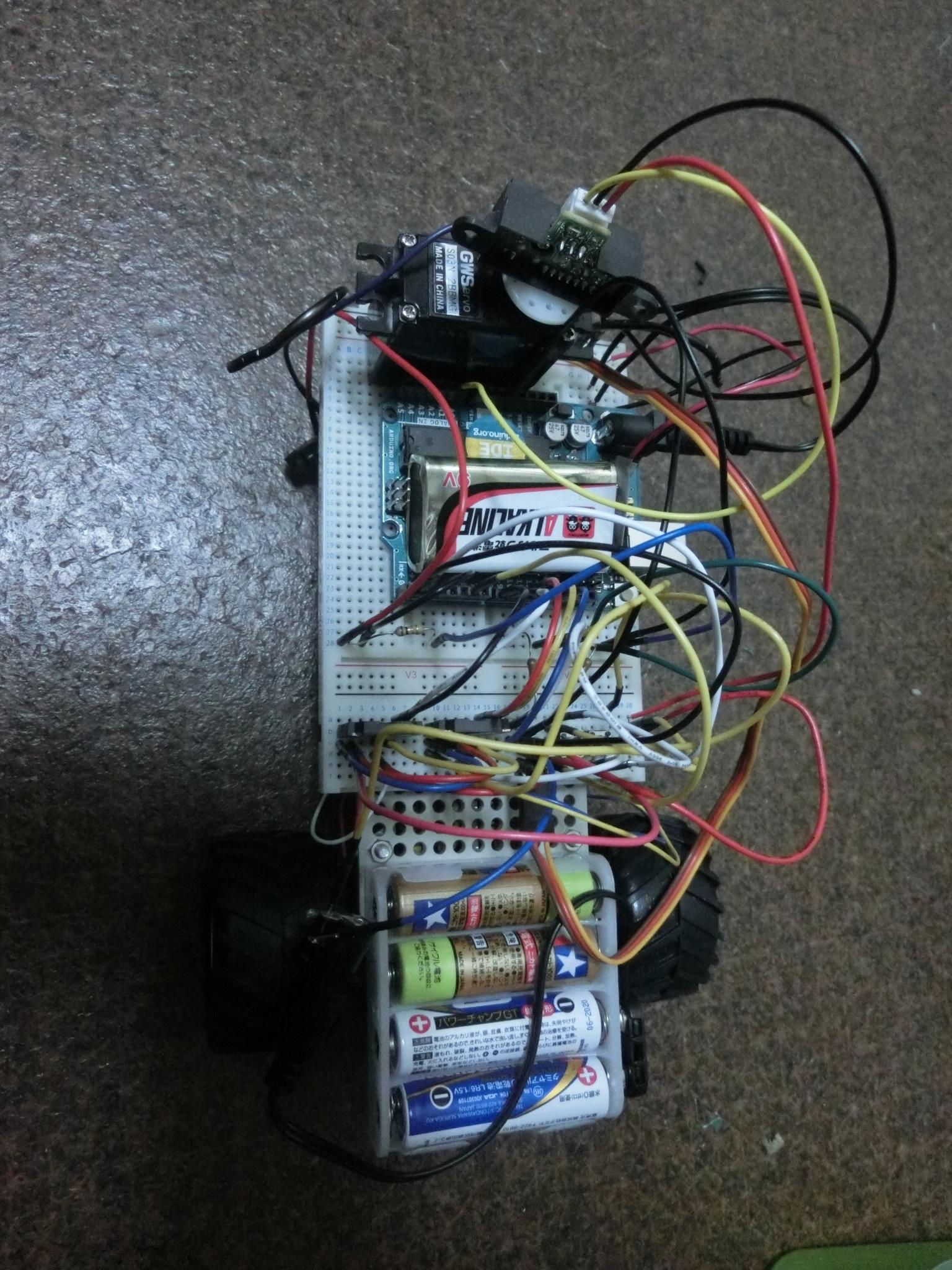 Arduinoを使用した障害物を避けるロボットを作成しました!
