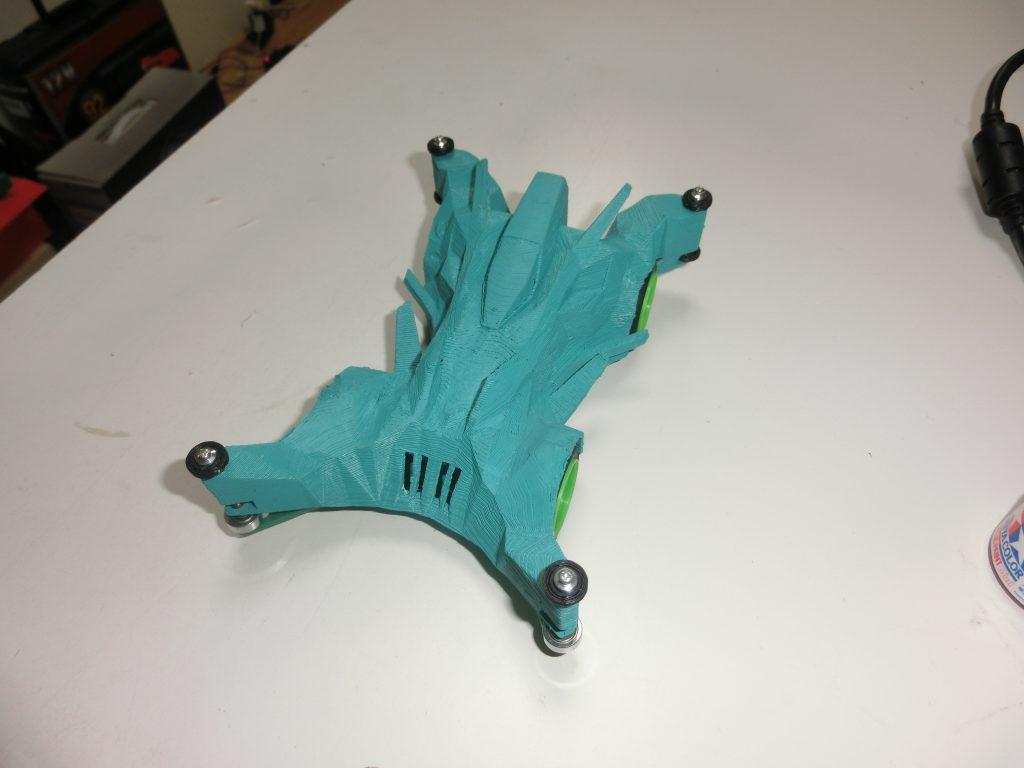 3Dプリンターで作成したミニ四駆が完成したときの様子