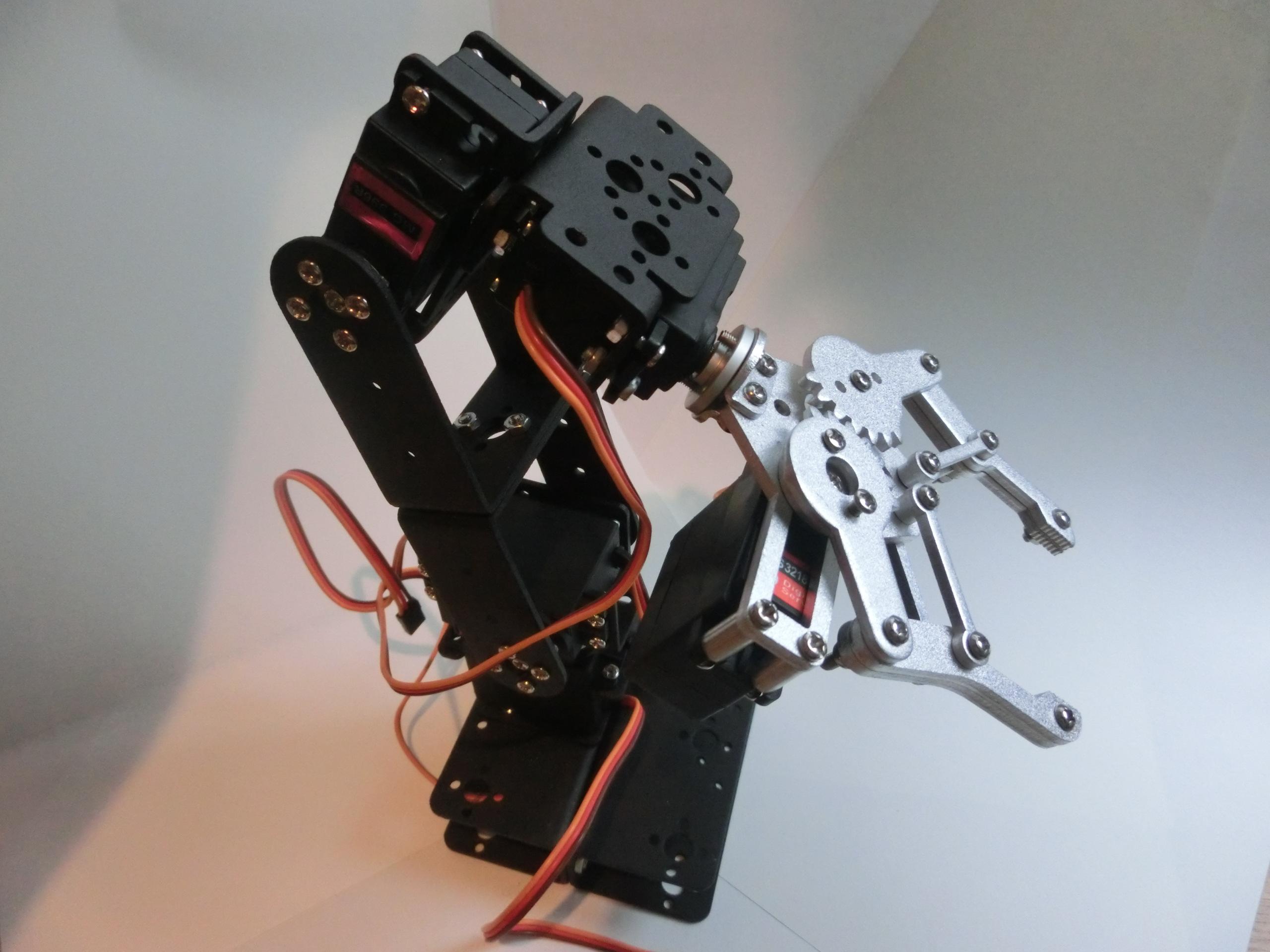 RaspberryPiとサーボモータで5軸ロボットアームを動かしてみた